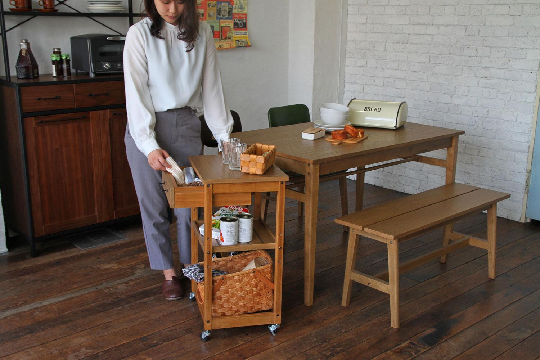 チェア、テーブル、ワゴンを使ったナチュラルヴィンテージスタイルの家具コーディネート事例   047