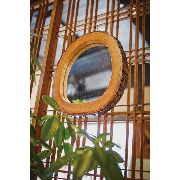 天然木マホガニー材をそのまま使用した自然素材の木製壁掛けミラー S
