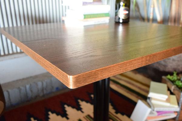 オーク天然木を使用したくつろぎのカフェテーブル 十字脚 スクエアタイプ 75×75cm