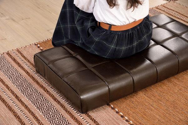 ソフトレザー仕様ローベンチ ポケットコイル内蔵で抜群の座り心地。