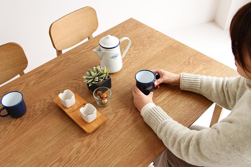 綺麗すぎない、素材の味わいを活かしたダイニングテーブル 120×75cm 2~4人掛けサイズ。 325-13129|詳細画像